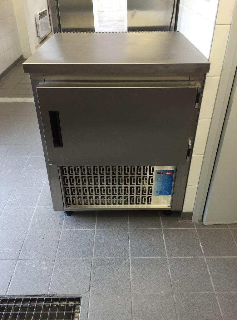 Fourniture et installation d'une cellule de refroidissement rapide.