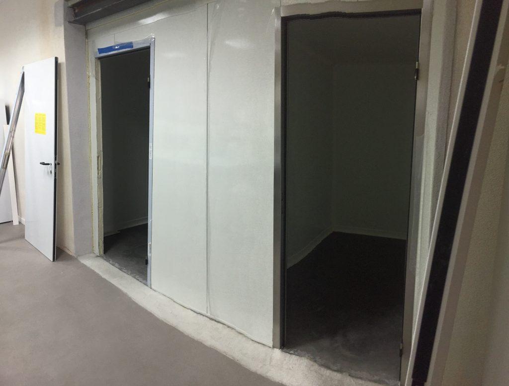 Montage d'une chambre froide en panneaux industriel.