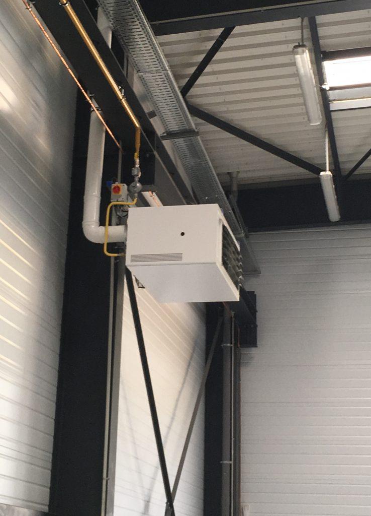 Installation d'un aérotherme gaz pour un entrepôt.